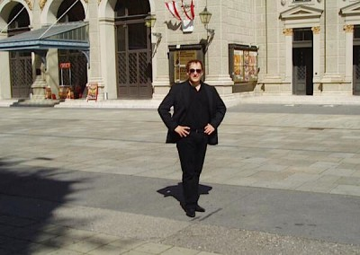 In front of the Musikverein Vienna, looking forward to the concerts with the Vienna Mozart Orchestra, June 2013/Photo: Teresa Vicario