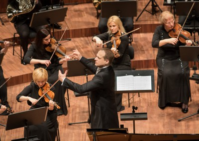Matthias Manasi conducting the Liepaja Symphony Orchestra