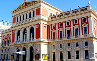 Mozart, the Vienna Mozart Orchestra and Matthias Manasi in the Golden Hall of the Musikverein Vienna